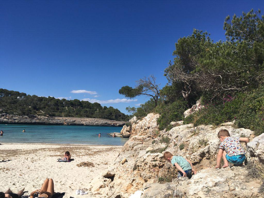 Cala Mondrago even op de rotsen klimmen
