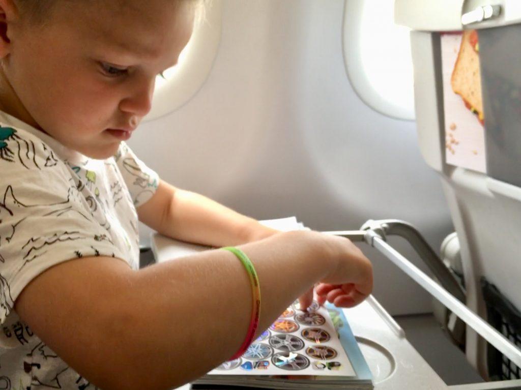 Vliegen met kinderen doeboek