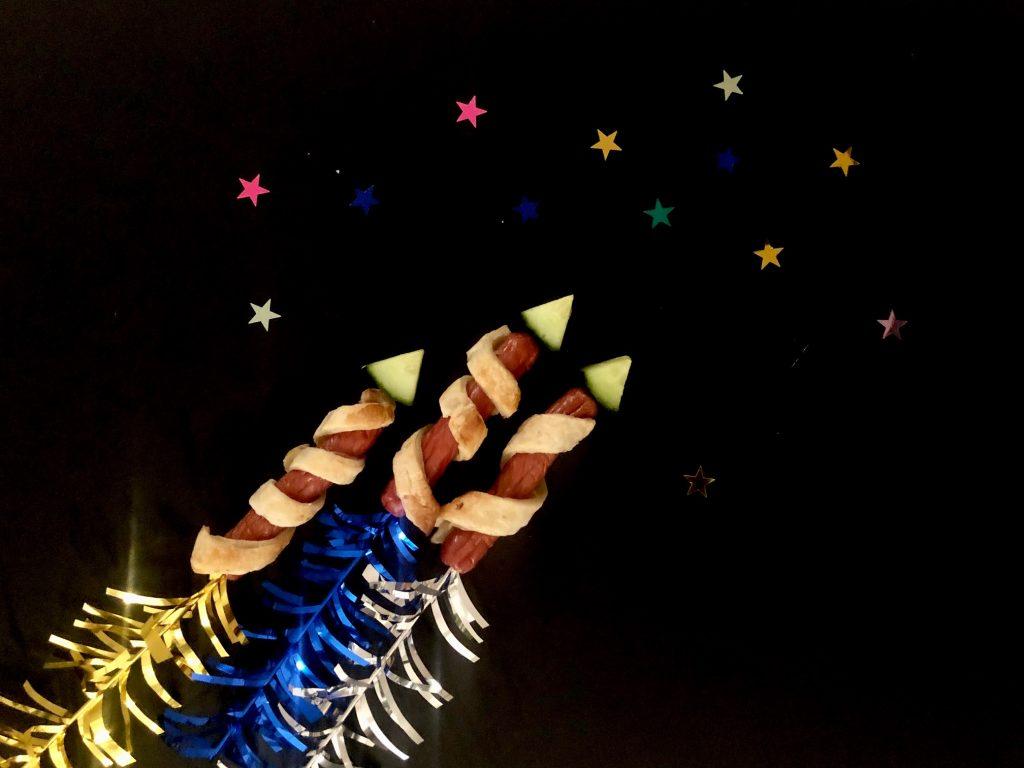 Vuurwerk pijlen en raketten van knakworst leuke traktatie of voor oud en neiuw