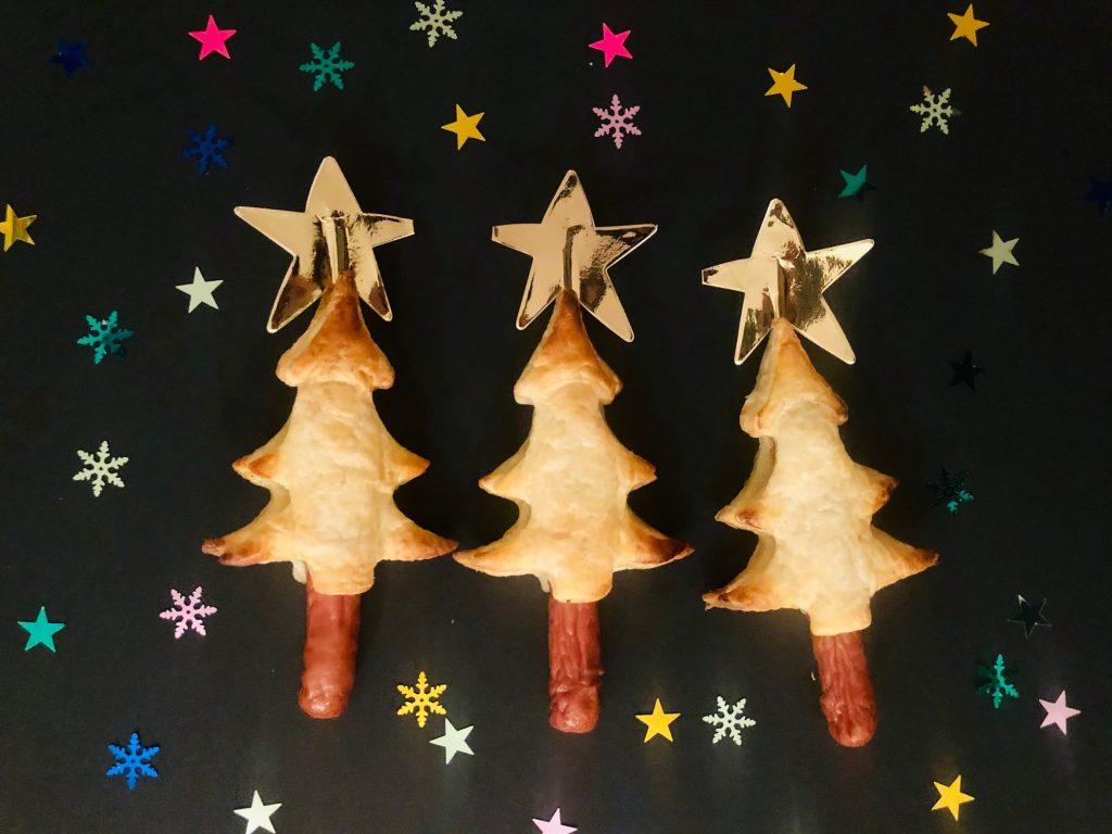Kerstboom bladerdeeg worsten hapjes voor het kerstdiner