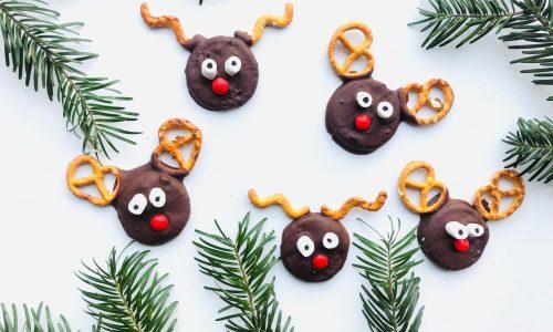 chocolade rendier koekjes van oreo en pretzels