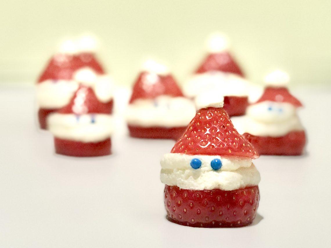Kerst hapje kerstmannen vn aardbei en slagroom