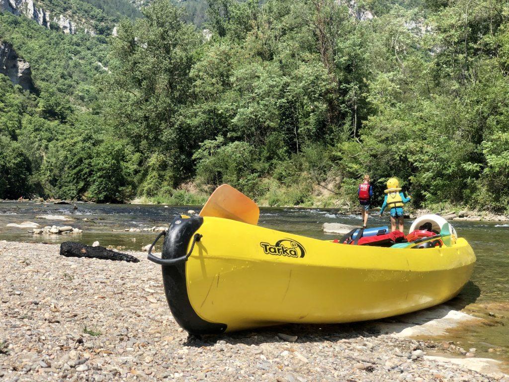 Kayakken met kinderen in de averyon op de dourbie