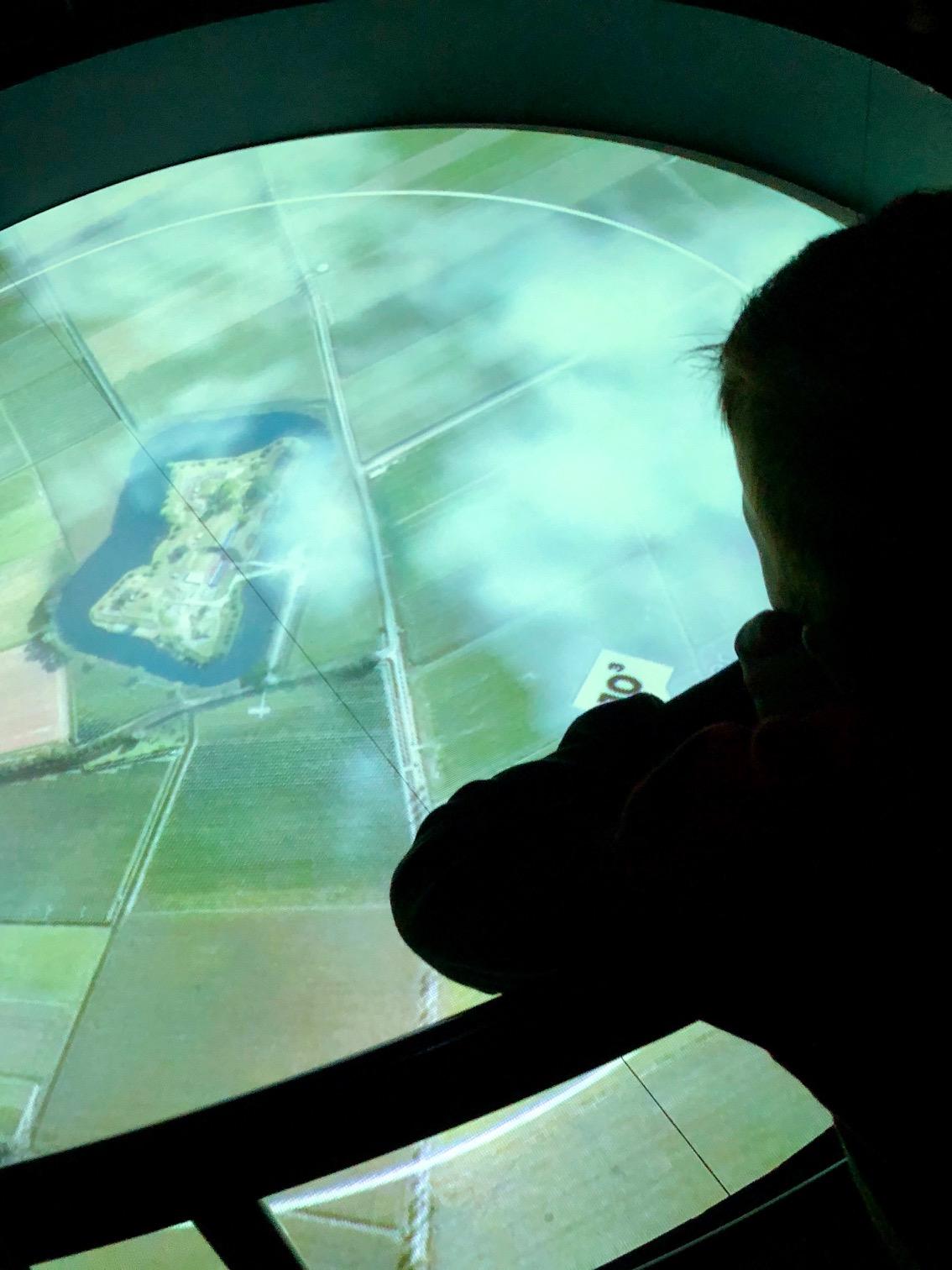 Zoom in op de aarde en het omniversum