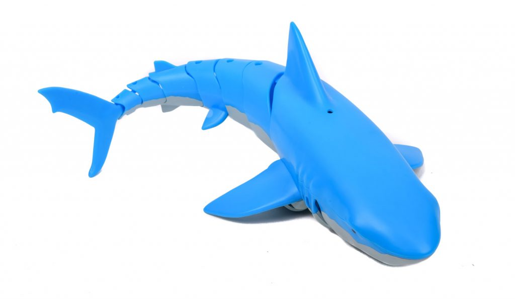 Waterspeelgoed voor in het zwembad een rc haai