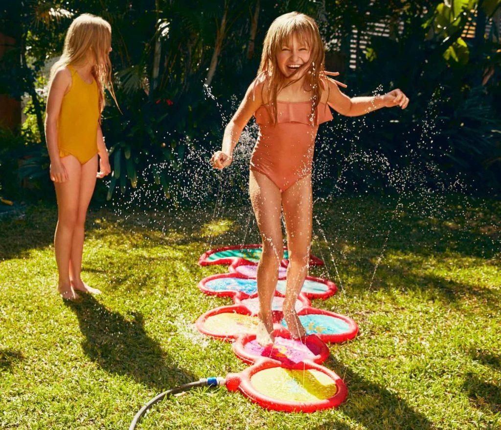 Leuk waterspeelgoed en opblaas zwembad voor in de tuin om mee te spelen deze zomer