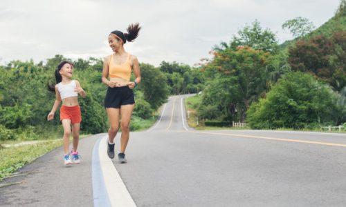 samen sporten met je kinderen is gezond en leuk.