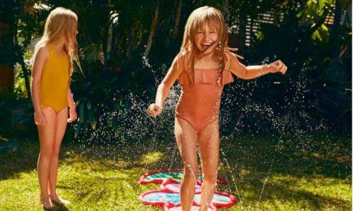 Waterspeelgoed en opblaas zwembad