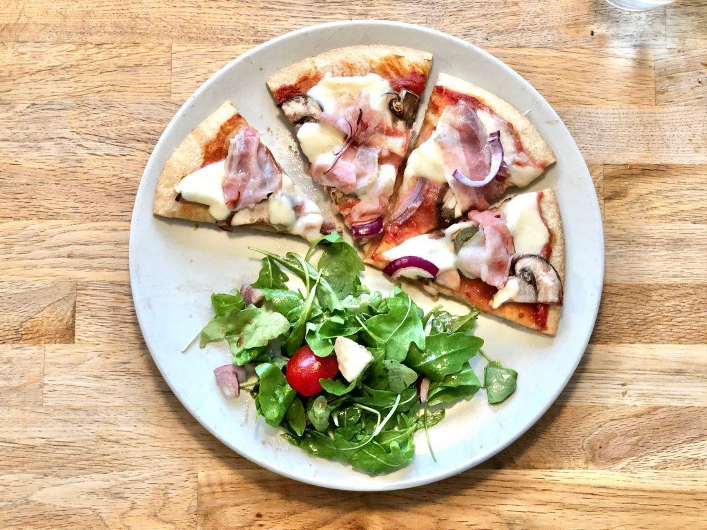 Bloemkoolpizza recept voor een gezonde maaltijd